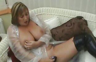 Cortigiana cums duro dal sesso video porno amatoriale di nascosto con una macchina porno e stimolato con un vibratore