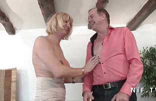 Succosa trio amatoriale video ragazza ottiene il suo stretto figa e culo strappato a parte
