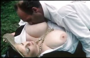 Una bionda matura succhia il grosso cazzo di suo marito e si sedette su di lui con la video porno italiani amateur sua L.