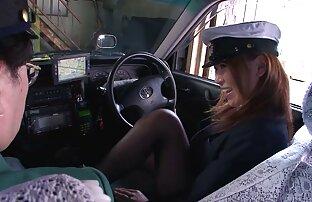 Una giovane donna, tedesco in leggings di video porno amatoriale francese pelle calda masturbazione sul pavimento