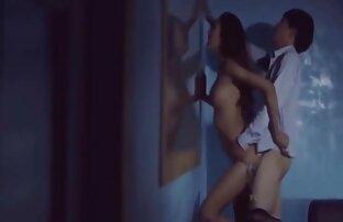 Giovane ragazza sensuale lesbica sesso scena con massaggio e sborrata trio amatoriale video su culo