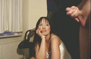 Una giovane donna, nero diventa interessato a una proposta di solopornoitaliani webcam un camioncino e giocare con lui